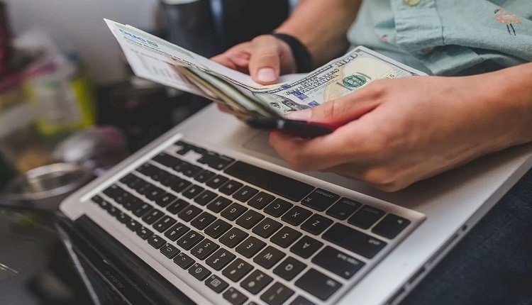 ثلاثة أسئلة في الربح من الإنترنت
